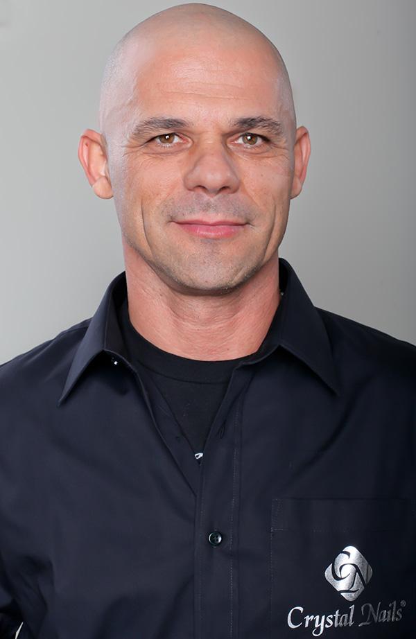 Bugya László - Körömfutár
